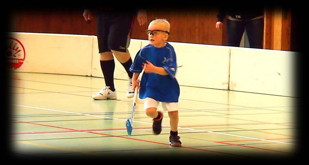 Floorball game running and focusing on defense